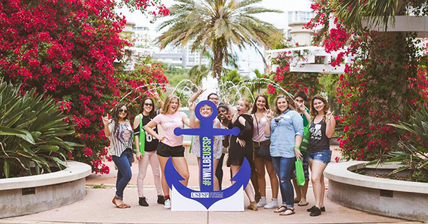 A photo of new students standing around an anchor sign at USFSP