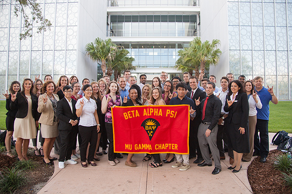 Group photo of Beta Alpha Psi – Mu Gamma Chapter at USF St. Petersburg